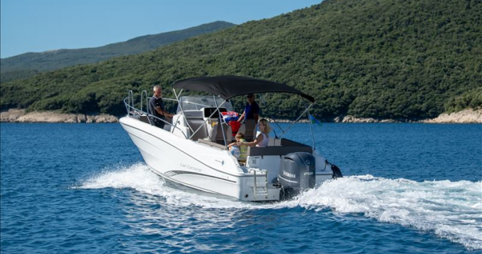 Location bateau Jeanneau Cap Camarat 7.5 CC à Rabac sur Samboat