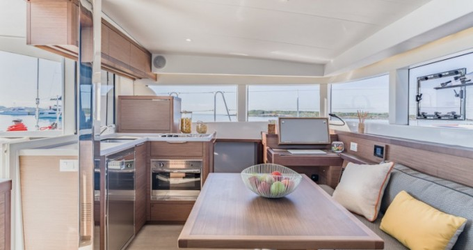 Location bateau Salerno pas cher Lagoon 40