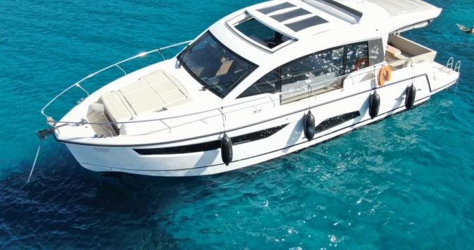 Louer Bateau à moteur avec ou sans skipper Sealine à Athènes