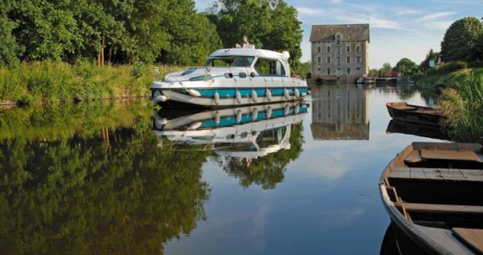 Location bateau  Sedan 1170 à Grez-Neuville sur Samboat