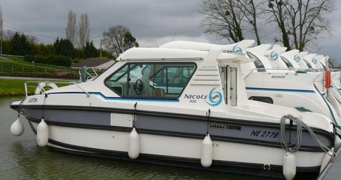 Location bateau Sireuil pas cher Sedan 800