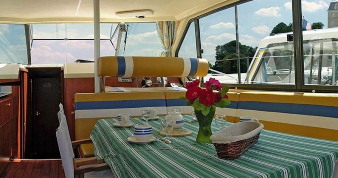 Location bateau  Sedan 1010 à Port-sur-Saône sur Samboat