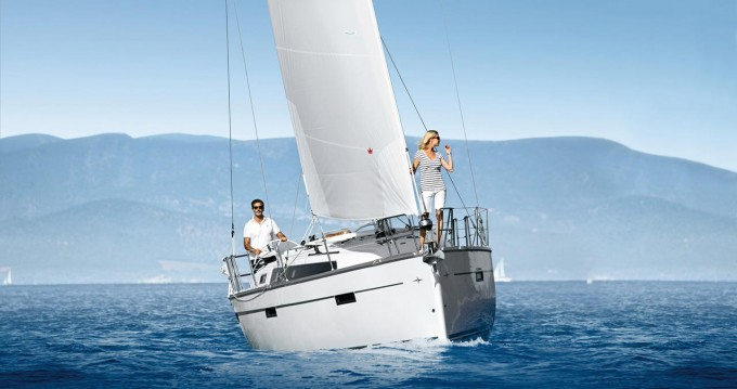 Louez un Bavaria Bavaria Cruiser 37 Style à Trogir
