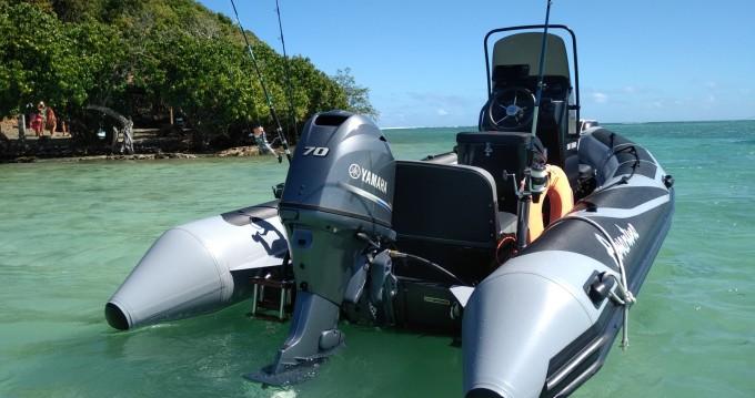 Louer Semi-rigide avec ou sans skipper Adventure à Case-Pilote