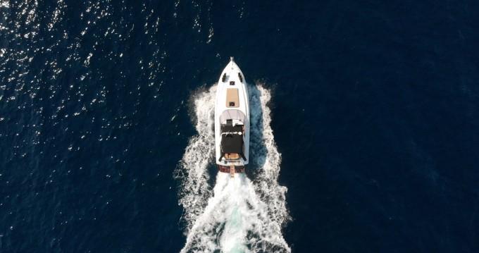 Louer Bateau à moteur avec ou sans skipper Sunseeker à Corfou
