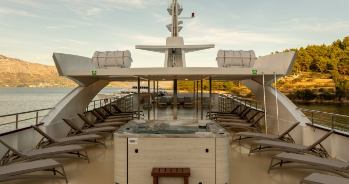 Louez un Shipyard Split Deluxe Superior Motor Yacht à Split