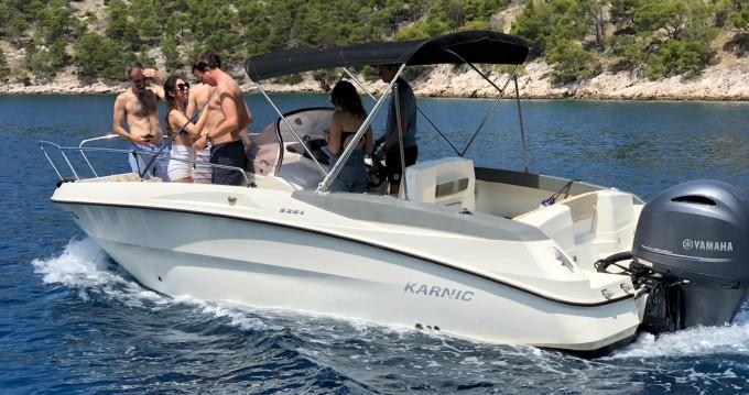 Louer Bateau à moteur avec ou sans skipper Karnic à Trogir
