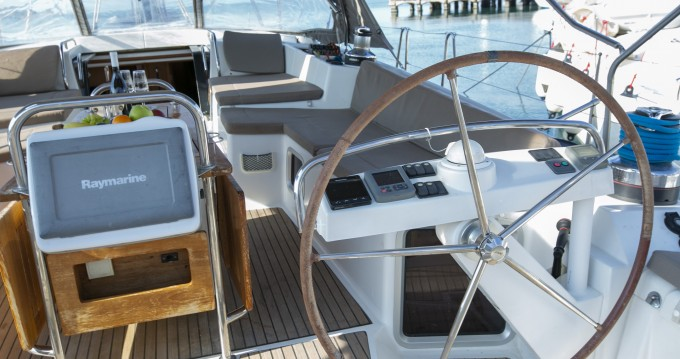 Location bateau Jeanneau Jeanneau 57 à Keramotí sur Samboat