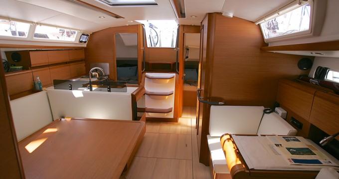 Location bateau Jeanneau Sun Odyssey 40.9 à Macinaggio sur Samboat