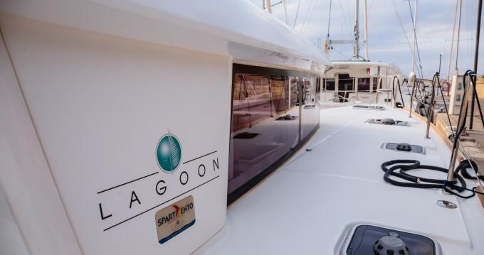 Lagoon Lagoon 400 S2 entre particuliers et professionnel à Capo d'Orlando