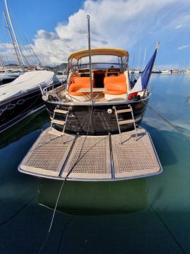 Bateau à moteur à louer à Saint-Tropez au meilleur prix
