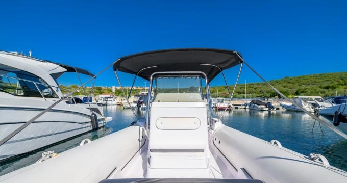 Location yacht à Kornić - Predator 680 sur SamBoat