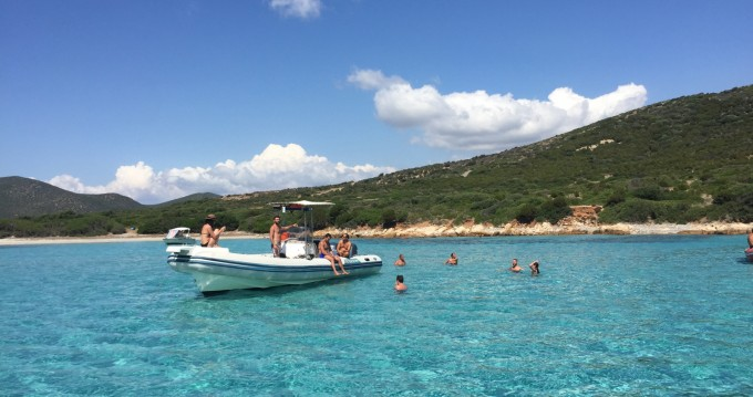 Louer Semi-rigide avec ou sans skipper Novamarine à Cagliari