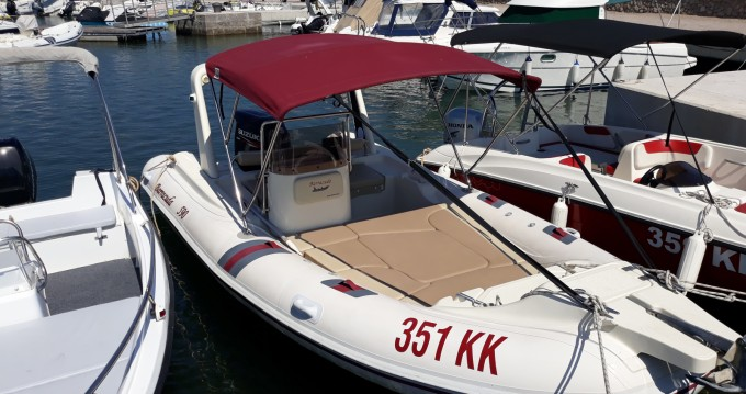 Louer Semi-rigide avec ou sans skipper Barracuda à Kornić