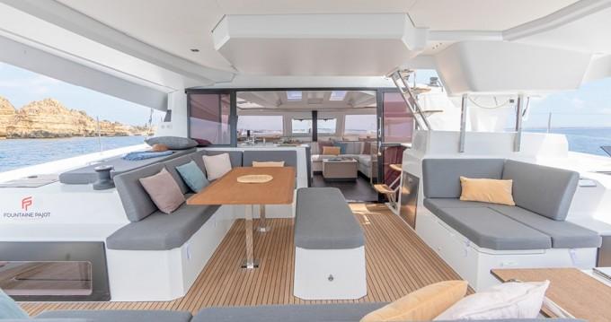 Location bateau Athènes pas cher Fountaine Pajot New 45 - 4 + 2 cab.