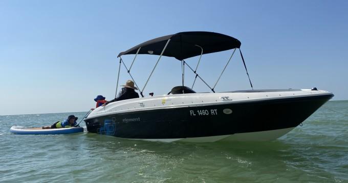 Louer Bateau à moteur avec ou sans skipper Bayliner à Clearwater