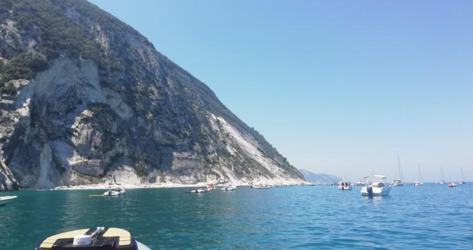 Louer Semi-rigide avec ou sans skipper Imar à Ancona