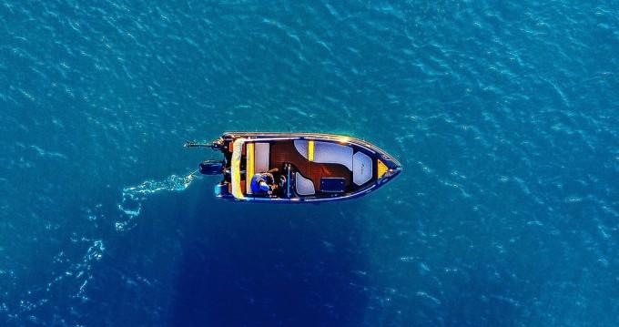 Location bateau Santorin pas cher ex:black