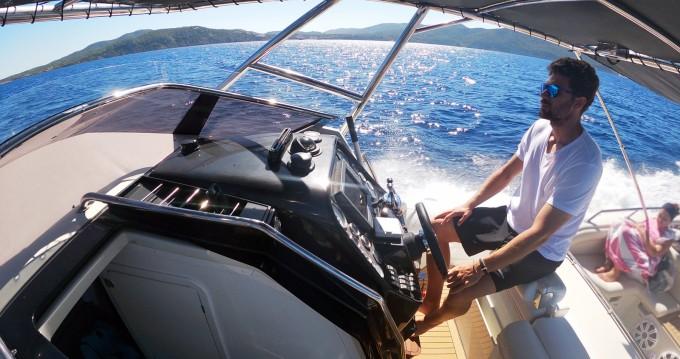 Louer Semi-rigide avec ou sans skipper Kardis à Santa Eulària des Riu