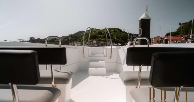 Bateau à moteur à louer à Donostia / San Sebastián au meilleur prix