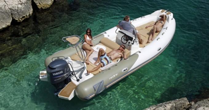 Location bateau Zodiac Medline 650 à Hyères sur Samboat