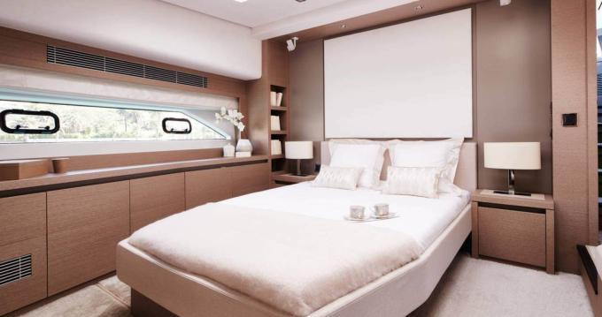 Louer Yacht avec ou sans skipper Prestige à Corse du Sud