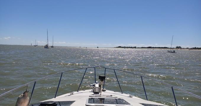 Location bateau La Rochelle pas cher Maxum 2700 SRC