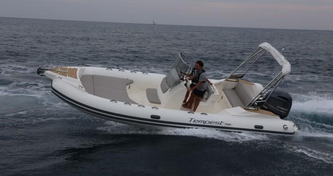 Location bateau Algajola pas cher Tempest 700 luxe