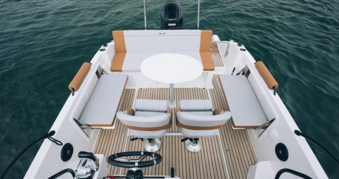 Louer Bateau à moteur avec ou sans skipper Bénéteau à Hyères