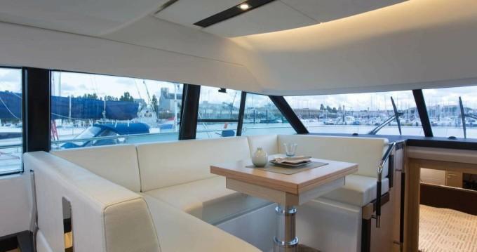 Location bateau Jeanneau Prestige 420 Fly à Hyères sur Samboat
