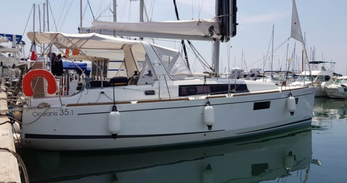 Location bateau Saint-Raphaël pas cher Oceanis 35.1
