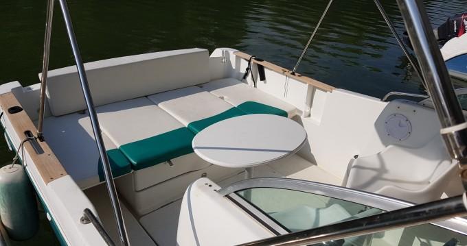 Location bateau Mâcon pas cher Cap Camarat 725 WA