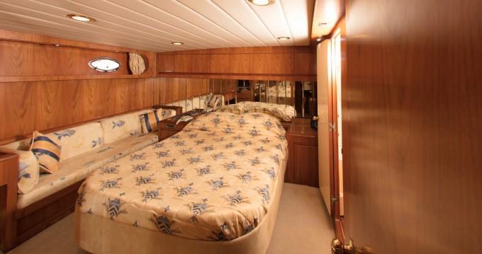 Location bateau President 60S Flybridge à Mykonos (Île) sur Samboat