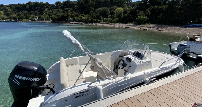 Louer Bateau à moteur avec ou sans skipper Quicksilver à Vallauris