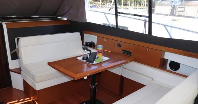 Location bateau Jeanneau Jeanneau NC-11 Ownerversion à Skradin sur Samboat