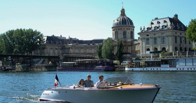 Location bateau Paris pas cher Kim