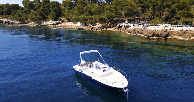 Location bateau Jeanneau Cap Camarat 6.5 CC Style à Mandelieu-la-Napoule sur Samboat