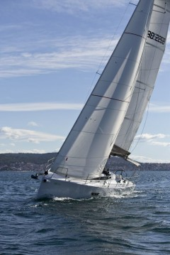 Location bateau Elan E4 à Pomer sur Samboat