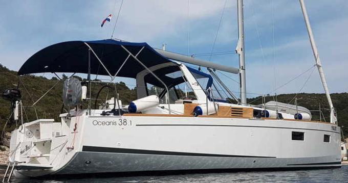 Bénéteau Oceanis 38.1 entre particuliers et professionnel à Port Grimaud