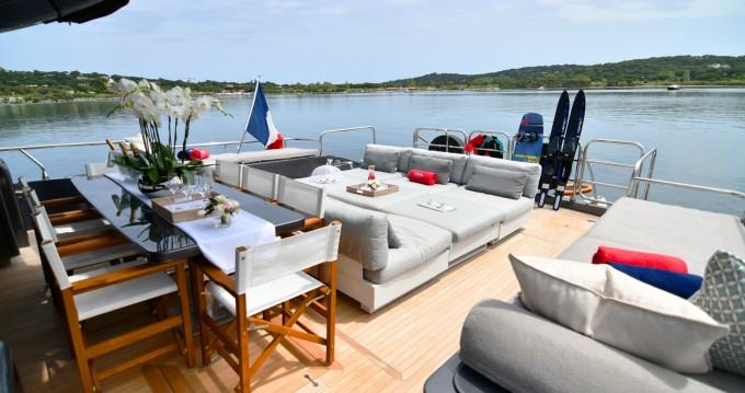 Location bateau Arno Leopard Leopard 31 à Saint-Tropez sur Samboat