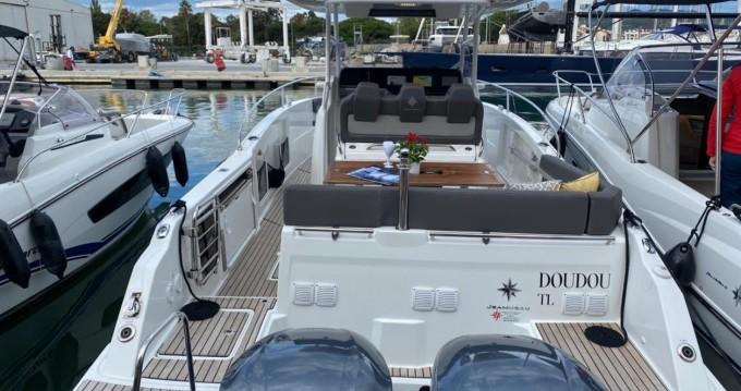 Location yacht à Cogolin - Jeanneau Cap Camarat 9.0 CC sur SamBoat
