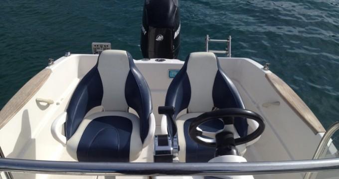 Location bateau Poljica pas cher Activ 555 Open