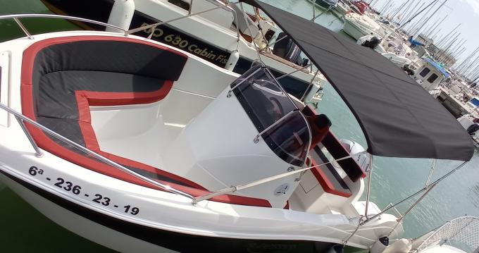 Bateau à moteur à louer à Port Ginesta au meilleur prix