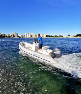 Semi-rigide à louer à Port de Sète au meilleur prix