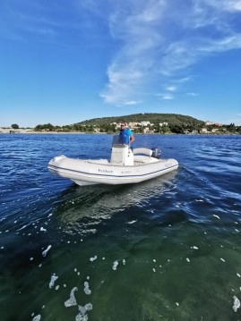Location bateau Port de Sète pas cher Explorer 500 SB