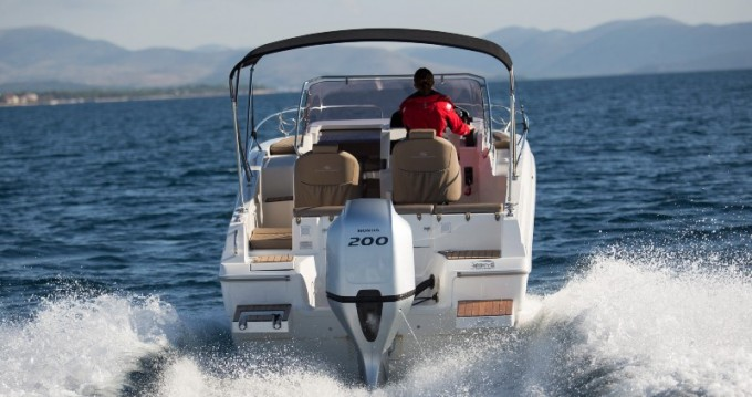 Louer Bateau à moteur avec ou sans skipper Atlantic à Veruda