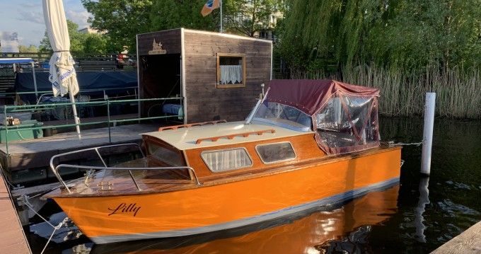 Louer Bateau à moteur avec ou sans skipper Schneider à Berlin