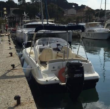 Location yacht à Port de Hyères (St Pierre) - Jeanneau Cap Camarat 715 WA sur SamBoat