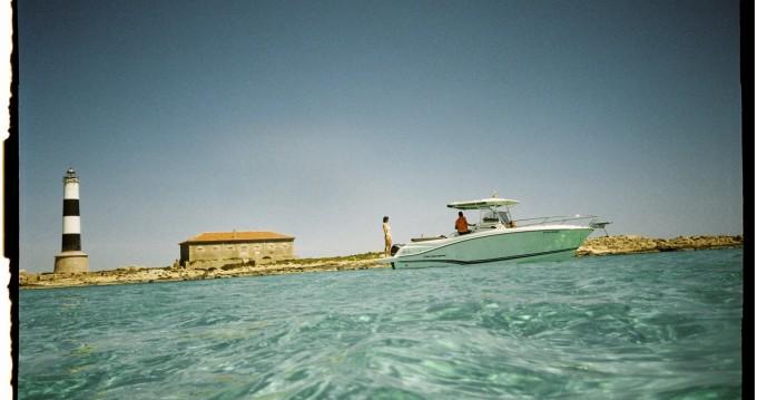 Louer Bateau à moteur avec ou sans skipper Jeanneau à Île d'Ibiza