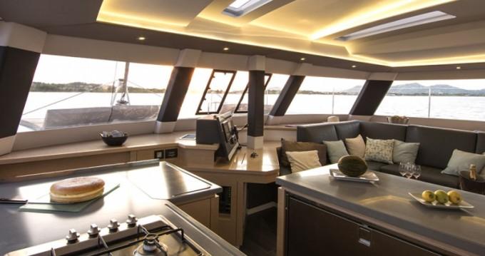 Location yacht à Álimos - Fountaine Pajot Saba 50 sur SamBoat